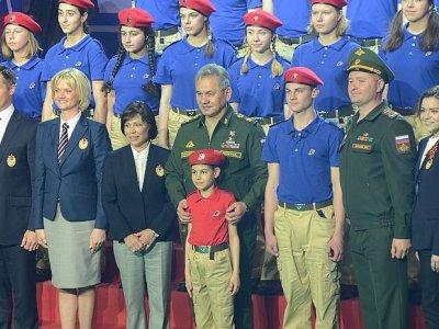 Юнармия и Сергей Шойгу - групповое фото